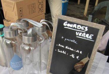 Des gourdes en verre de l'association Zéro déchet Pays d'Arles (1)