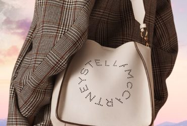 Le sac à main blanc Alter-Nappa et le mantea de la nouvelle collection Automne de Stella McCartney