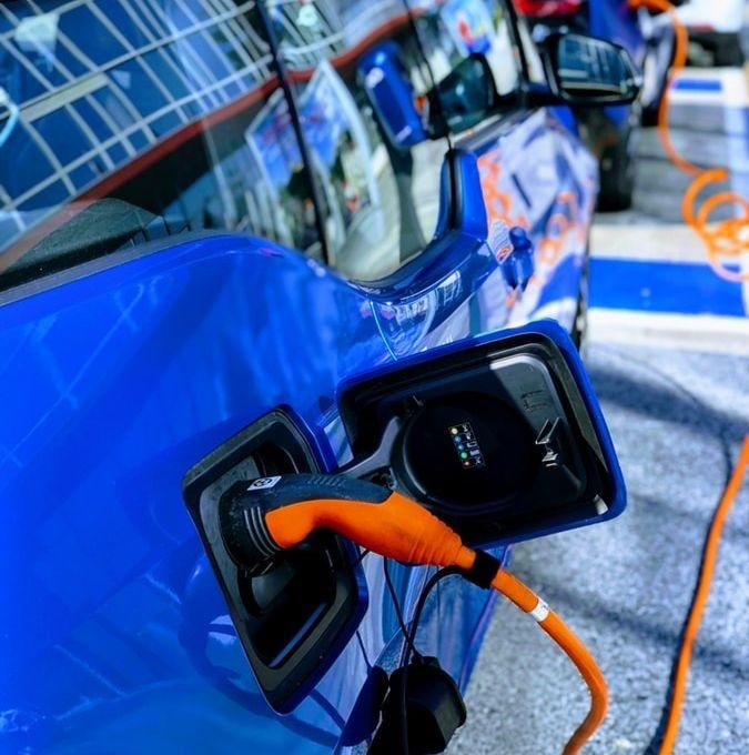 Des chercheurs de l'université de Floride ont imaginé un système qui permet aux véhicules de partager leurs batteries tout en roulant.
