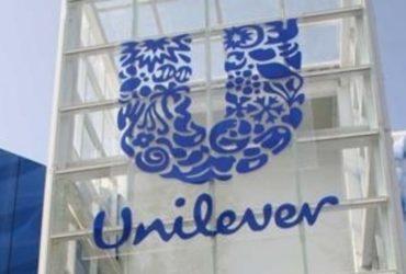 Unilever a annoncé son ambition d'éliminer, d'ici 2030, la totalité des composés chimiques pétro-sourcés contenus dans ses produits (Persil, Omo et Skip, etc.).
