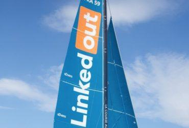 Lors du prochain Vendée Globe, qui débute le 8 novembre, le skipper Thomas Ruyant portera les couleurs de Linkedout, une plateforme solidaire qui aide les personnes précaires à retrouver un emploi.